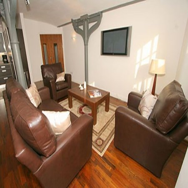 Rent my 3 bed Flat, Central Manchester, United Kingdom during Premier League football